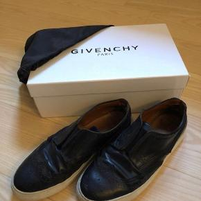 Se mere på instagram: ud_af_skabet_ Givenchy slip-ons Str 43, fitter 44 Cond 6 Mp 500 Bin 700