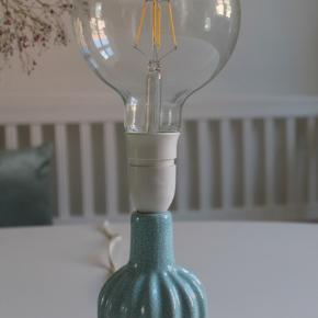Smuk lille lyseblå keramik lampe ✨ Sælges uden skærm. Med pære 200 ,-