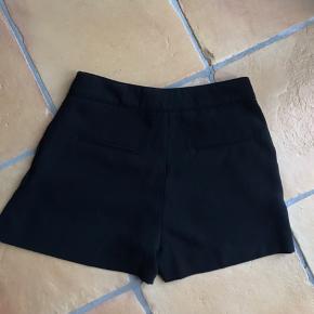 Sorte Shorts Fra H&M Brugt én enkel gang Lavet af polyester  Skriv for flere billeder/info