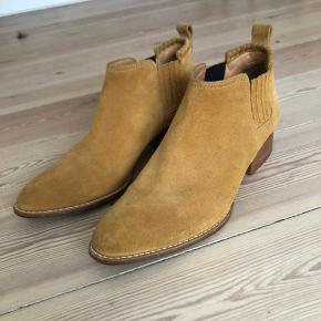 Den populære Kori boot, jeg får dem desværre ikke brugt. de er kun brugt 3 gange. de har kostet 4100 så jeg går ikke ned i pris.