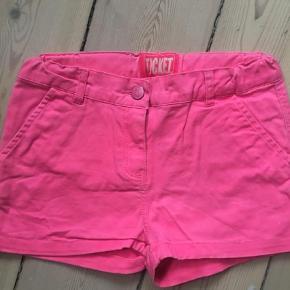Varetype: Shorts Farve: Pink  Cool shorts brugt max 10 gange. Få brugsmærker på numsen. Mp 50 kr pp dvs 37 med DAO. Bytter ikke