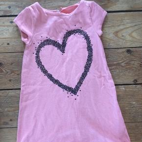 H&m kjole str 98/104 -fast pris -køb 4 annoncer og den billigste er gratis - kan afhentes på Mimersgade 111 - sender gerne hvis du betaler Porto - mødes ikke andre steder - bytter ikke