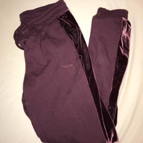 Næsten helt nye bukser fra Victorias secret! Brugt 3 gange str s. Sælges da jeg ikke får dem brugt, sælges billigt