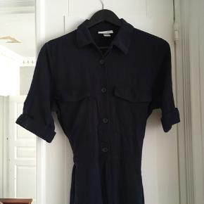 Boilersuit fra mobil, brugt få gange og kun vasket et par gange. Super fin på, passer en 38-40