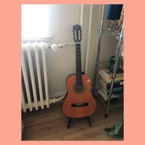 Sælger min dejlige guitar. God begynder ☀️