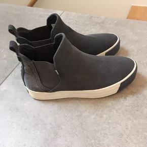 Helt nye støvler fra Hilfiger Denim, str. 38. Duset blå. Nypris kr. 1.299.