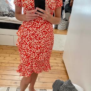 Populær slå-om sommerkjole fra VERO MODA i perfekt stand