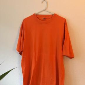 Fed lækker orange T-shirt sælges! Er 180 på billedet
