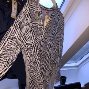 Samlet pakke med 10 stykker tøj.  Mærker som Hugo boss , Custommade, part two, zara  Sælges samlet 300kr