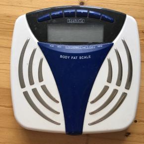 Vægt der kan måle fedtprocent. Alder, køn, højde mm. Kan brugerindstilles til flere personer. Sælges da jeg ikke får den brugt :)