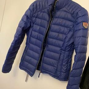 Så fin Tommy Hilfiger jakke i størrelse M.