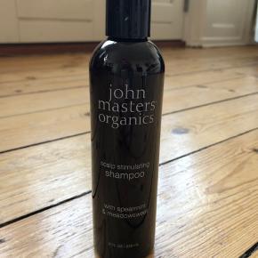 John Masters scalp stimulating shampo  236 ml  Lige åbnet og kun brugt en enkelt gang Den er som ny.   Bytter ikke  Se også mine andre annoncer med mærkevarer