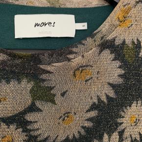 Olivenfarvet kjole fra Moves by Minimum i glimmermateriale. Brugt 2-3 gange.