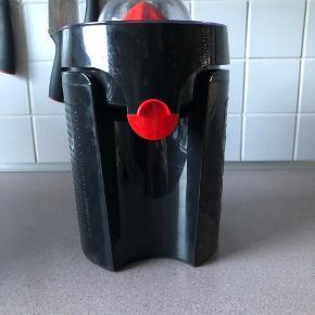 Sælger denne fine bodum juicer, den er brugt maks 2 gange. Så den står som ny 😊