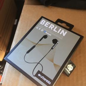 Urbanista Berlin trådløse in-ear hovedtelefoner - sort Brugt 10 minutter - alt medfølger Købt for 399 i Elgiganten
