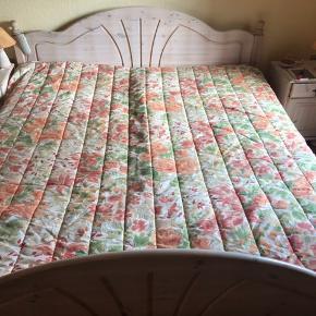 Elevation seng dobbelt med Jensen madrasser og topmadras..