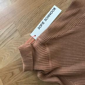 Sælger denne super fede rullekrave trøje fra Sofie Schnoor som aldrig er brugt