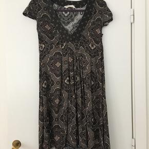 Smuk kjole fra Odd Molly, kun brugt to gange. Nypris 1200 kr