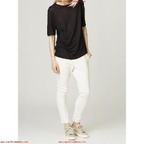 Flotte bukser/leggings aldrig brugt. Farve off white  Str 36