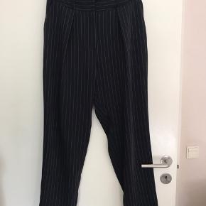 Super fine bukser fra Oasis - brugt nogle gange, men i rigtig god stand