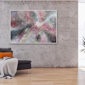 Nyt maleri i sølv ramme, med målene 100 x 140 cm (med ramme). Malet med akryl og spray 🎨 Blå hvid pink lyserød sort grøn Pris er uden forsendelse. Tager også imod bestillinger efter egne farve- og størrelsesønsker 🍭🙏🏽 ROAR
