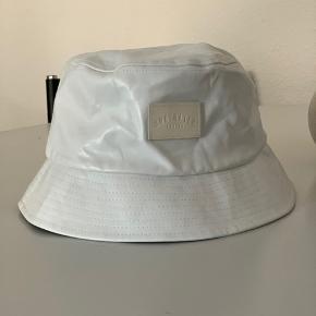 Super fed bøllehat/ bucket hat fra Underated i imiteret skind/ PU-læder 🤍