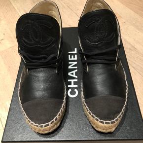 Super rå espadrilles fra Chanel sælges. Ring eller skriv på 26826097 for flere billeder eller spørgsmål. Ved ts handel betaler køber gebyret