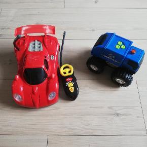 Fjernstyret bil og blå bil med lyd.  40 kr. stykket.