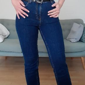 Super fine højtaljede jeans i modellen Edie, w29 l28 - 99% bomuld, og vil derfor give sig en smule ved brug 🌱 De er desværre en smule for store til mig, og er derfor ikke brugt 🌼