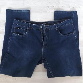 Brand: Jack's Varetype: Lækre Jack's Jeans - NYE Størrelse: W40/L32 Farve: Denim Oprindelig købspris: 599 kr.  Super lækre Jack's jeans str. W40/L32. Med let stræk i stoffet. Helt nye og ubrugte - kun vasket.
