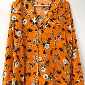 Varetype: Langærmet Farve: Orange  Bytter kke    Sender med dao & handler via mobilepay  100 % polyester