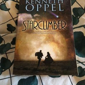 """Starclimber af Kenneth Oppel (engelsk). Tredje bog i serien """"Skyborn"""". Læst to gange og har eller stået på hylden, fra røgfrit hjem :)"""