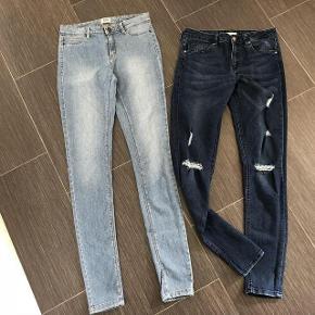 Smarte Jeans Størrelse: 34 + 36 = ca. 14 år Farve: se beskrivelse Oprindelig købspris: 599 kr.  Super udsalg.... Jeg har ryddet ud i klædeskabet og fundet en masse flotte ting som sælges billigt, finder du flere ting, giver jeg gerne et godt tilbud..............  Super flot jeans - som ny .  brugt få gange  * Vero moda Jeans str  34 * H&M jeans str 38  Sendes med Coolrunner