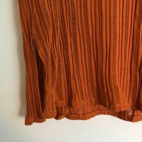 Fed orange trøje fra Asos Aldrig brugt  Str. X-small  Byd gerne