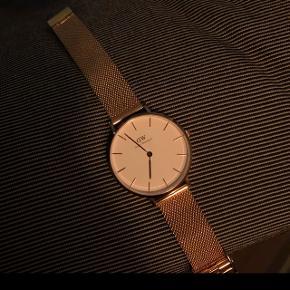 Daniel Wellington ur, model: petite. Brugt max. 10 gange. Nypris, 1200,- giv et bud