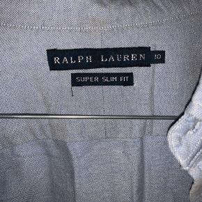 Helt ny super fin Ralp Lauren skjorte.  Mangler bare at blive strøget (:
