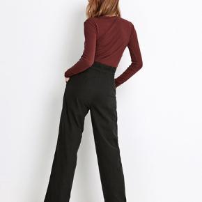 Jeg sælger disse fine bukser fra Envii, da jeg ikke får dem brugt. De er brugt en gang og vasket en gang og ikke brugt siden det. Ny pris var 550 kr. Modellen hedder Enbell Pants.