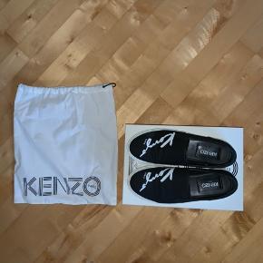 kenzo slip on i str 37. np: 1500kr  kasse + dustbag medfølger. send gerne pb for flere billeder ☺️