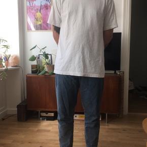 Levi's Draft Taper fra Made&Crafted kollektionen i størrelsen 33. Nypris var 1400kr og bukserne er kun brugt et par gange.   Smid et bud