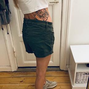 Demin shorts som er lidt store til mig da jeg er str XS