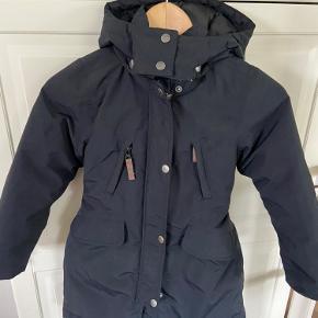 """Lækker, sort Vinterfrakke i dun. Lækker, varm og skøn """"puffet"""" vinterfrakke.  Ingen brugstegn"""