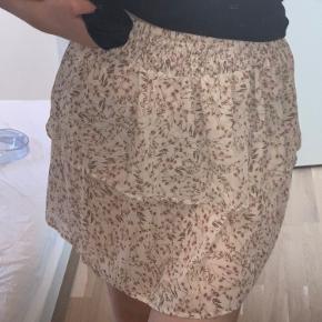 Har aldrig brugt denne nederdel. Str. 36. Skriv for flere billeder eller spørgsmål☀️