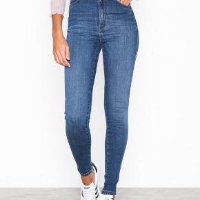 "Lækre dr denim jeans i modellen ""moxy Atlantic deep blue"". Str small."