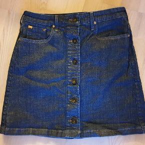 Fed strech denim nederdel fra Lee, brugt 1 gang. Nypris 500 kr.