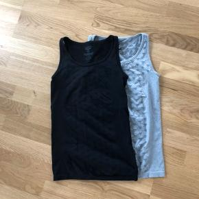 2 tops from Hummel grey is large and black is medium... each of them cost 80 kr ...Together are 140 kr