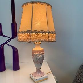 Meget gammel italiensk retro bordlampe. Meget flot og velholdt porcelænsfod