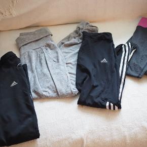 Adidas bukserne er M, men vil sige at de er store i størrelsen.  Lange.  Sælges samlet