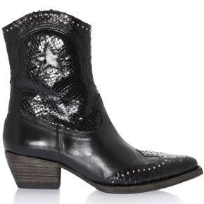 Skønne skønne boots... har blot for meget fodtøj😉😊