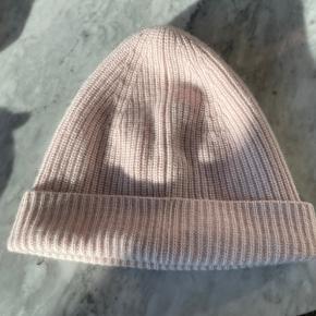 Lisa Yang hat & hue