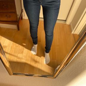 Nye mørkeblå jeans
